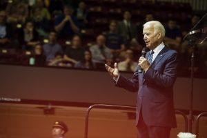 VP Biden speaks to a crowd at SJU