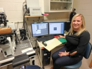 Miranda collecting data with a confocal microscope.
